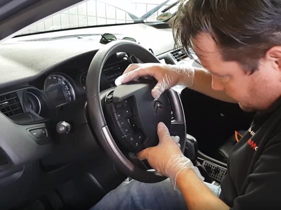 Video vom Faceliftumbau (Ted setzt das Mittelteil vom Lenkrad ein)